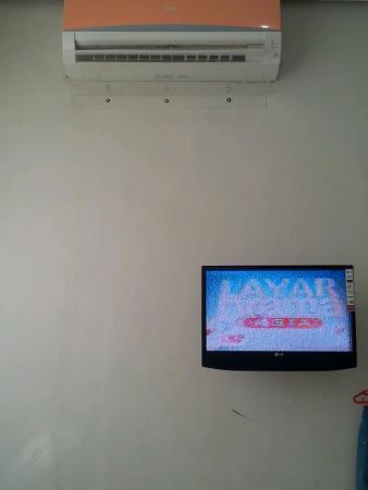 SWK95 Hotel: TV blur semua channel, ini channel terbaik