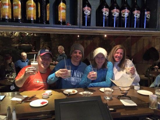 Bully Ranch Restaurant : Try the mudslides and truffle tater tots!! Delicious après ski fun!!!
