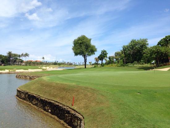 Bali National Golf Club: 18th - behind the green view back down the fairway