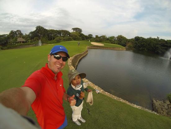 Bali National Golf Club: 9th hole with Made, my awesome caddie!