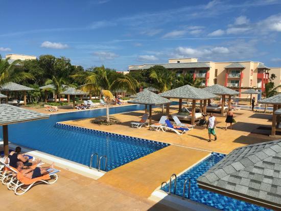 Pool area picture of melia jardines del rey cayo coco for Jardines del rey cuba