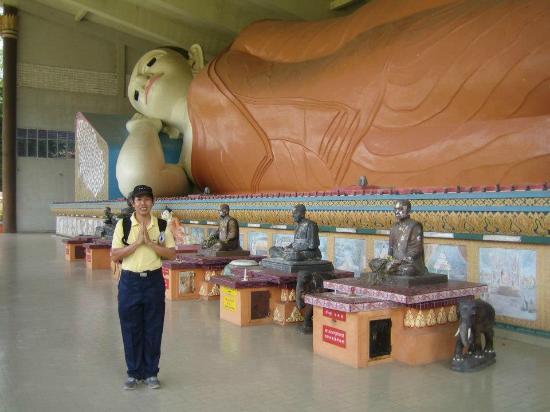 Wat Photivihan Sleeping Buddha: With the longest reclining Buddha