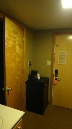 Shawnee Lodge and Conference Center: Refrigerator between Room Door and Bathroom Door