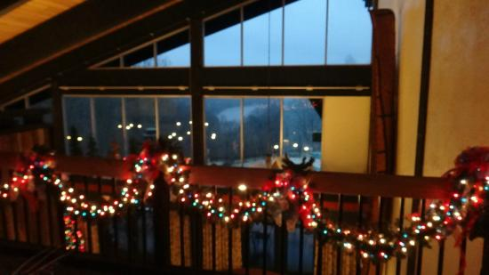 shawnee lodge and conference center lodge christmas decorations and lake view