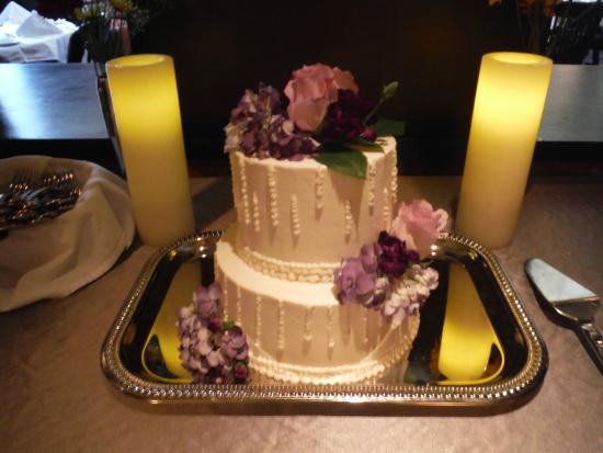 Weber S Boutique Hotel Wedding Cake From Bakery Onsite