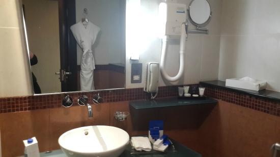 Samaya Hotel - Deira: Bathroom