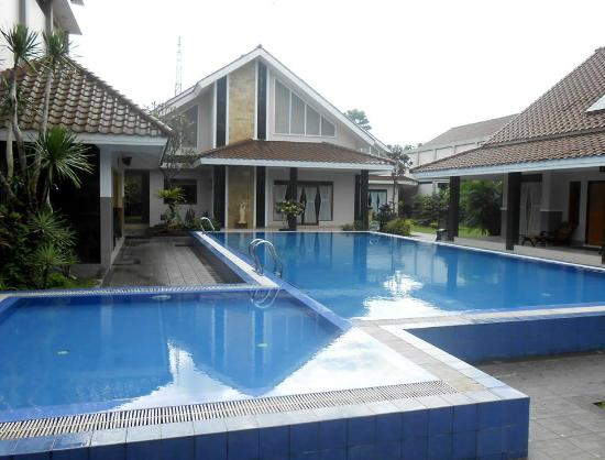 Griya Persada Convention Hotel & Resort: Swimming Pool