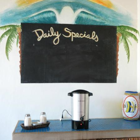 The Surf Sanctuary: Dining area (have the yummy coffee!)