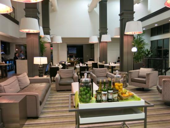 Hilton Garden Inn Charleston Waterfront/Downtown: Lobby