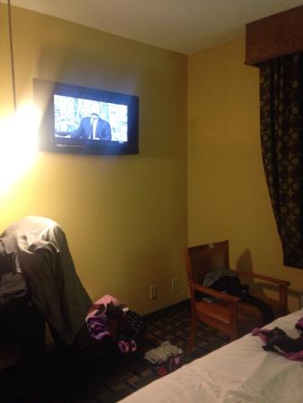 "TownHouse Extended Stay: 2 tvs in each ""room"""