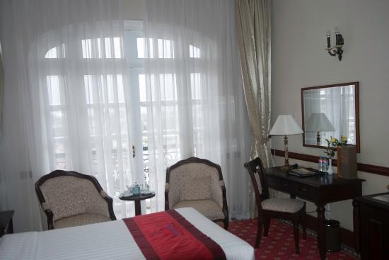 Sammy Dalat Hotel: Nice balcony and large windows