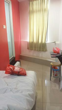 FB Hotel: This is d size of a superior double room...super small n dusky