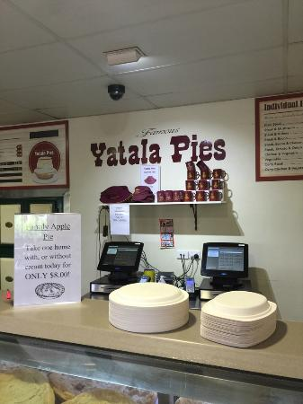 Yatala Pie Shop: shop inside