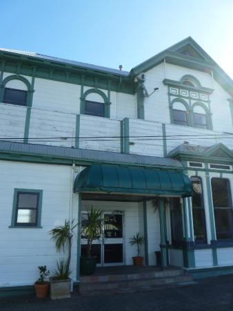 Carillon Motor Inn: front