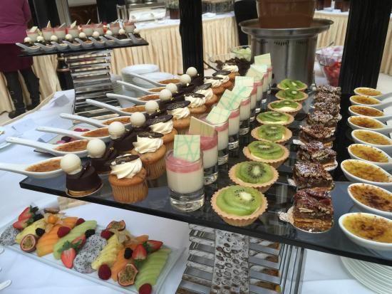 Sunday Champagne Brunch at The Landmark London: Desserts