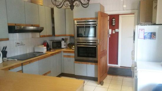 The Birches Backpackers: Communal Kitchen