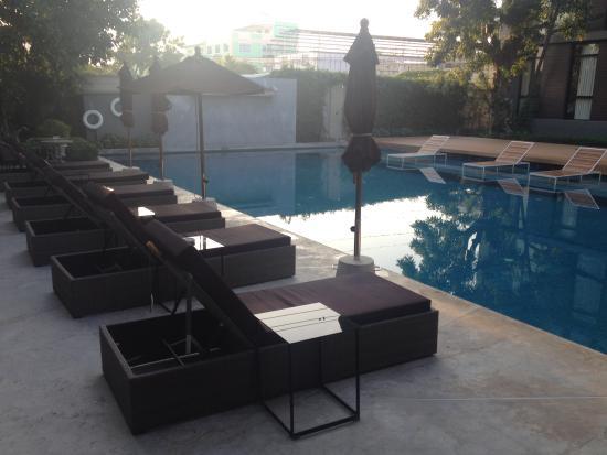 Vismaya Suvarnabhumi Resort: Innenhof und Pool