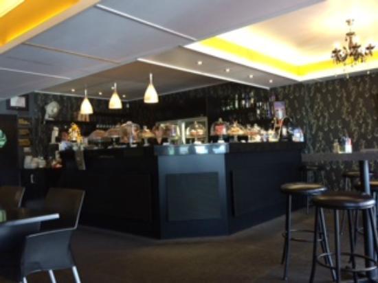 Urbano Bistro : Bar inside the restaurant