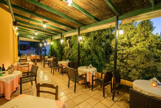 Hotel Elotia: Dining