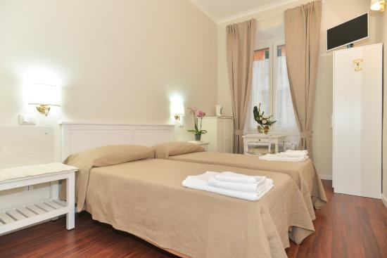 Camera con due letti singoli/matrimoniale, bagno privato. - Foto di ...