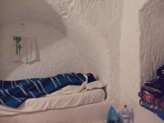 Hotel Marhala: 真っ白な部屋