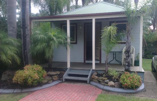 Coachhouse Marina Resort: Villa Front Porch