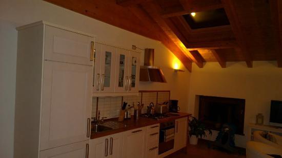 Apartments Bellagio: Cucina grande ed attrezzatissima