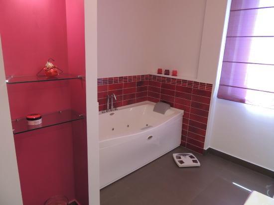 bagno con vasca idromassaggio - Picture of Ross House, Fermo ...