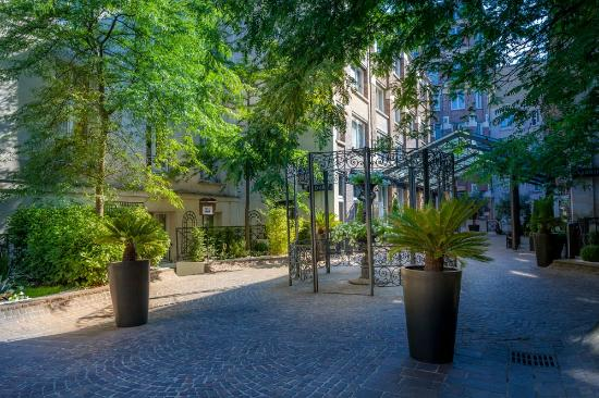 jardin picture of hotel les jardins du marais paris tripadvisor. Black Bedroom Furniture Sets. Home Design Ideas
