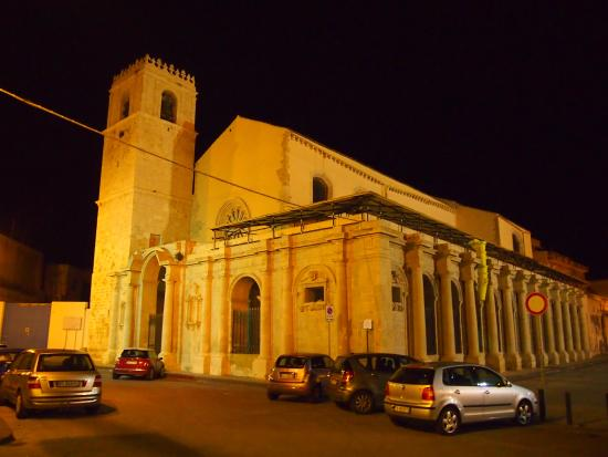 Syracuse, Italia: Santa Lucia al Sepolcro at night