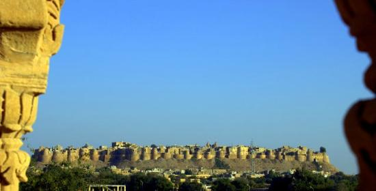Jawahar Niwas Palace : view of fort from rooftop