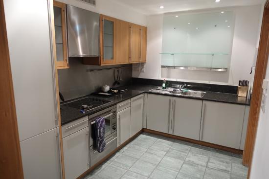 The King's Wardrobe Serviced Apartments by BridgeStreet : 自宅より快適なキッチン