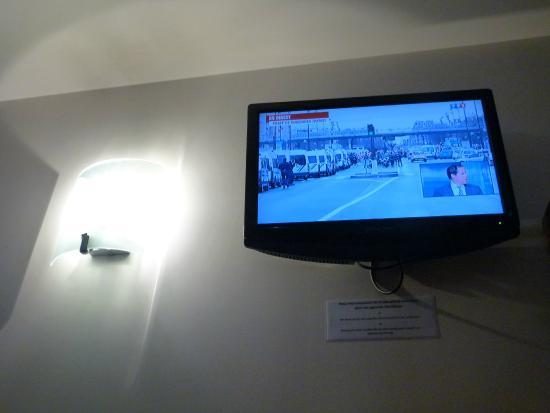 Hotel de Reims: Compte tenu des évenements la TV m'a été très utile cette fois ci ainsi que le Wifi gratuit