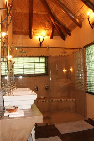 Gorges and Little Gorges Lodge: Newly refurbished bathroom