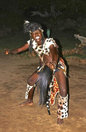 Gorges and Little Gorges Lodge: Traditional Dancing Display