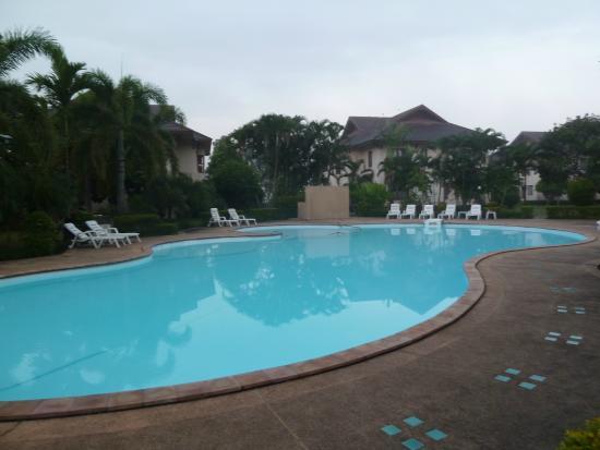 Teak Garden Spa Resort: Piscine de l'hôtel. Ne pas oublier la lotion anti moustiques pour le soir !