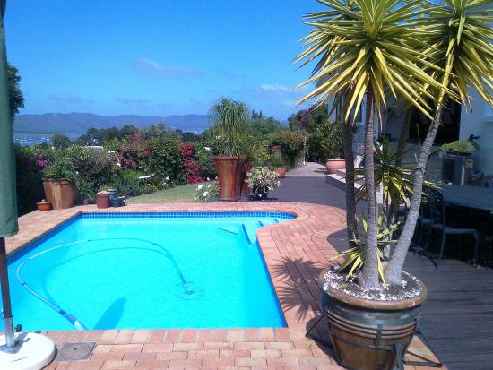 Candlewood Lodge: A view over the pool and gardens