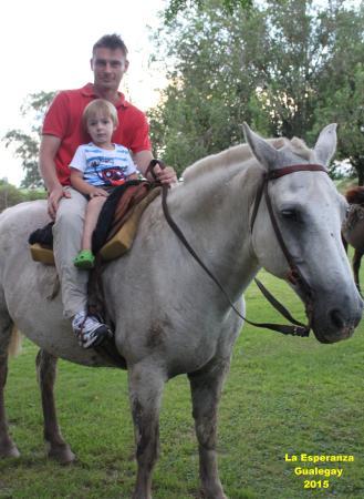 Estancia La Esperanza Turismo Rural: Mi hijo con su sobrino