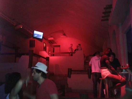Zapata : Interior do pub...