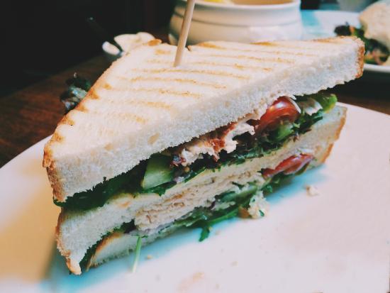 Bar Bistro De Twee Heeren: Just the half of the chicken club sandwitch.