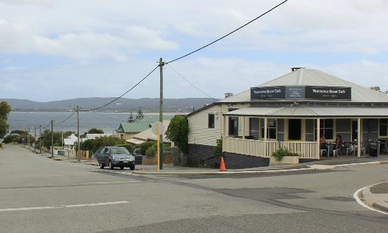 Vancouver Street Cafe: Vancouver Cafe and view of Albany harbour.