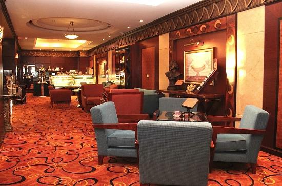 Al Raha Beach Hotel: кафе