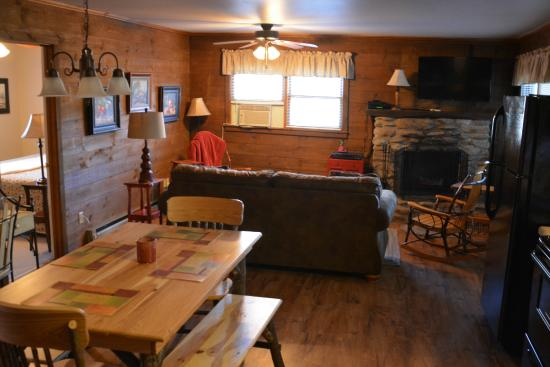 Apple Cabin Living Room Area Picture Of Mountainaire Inn
