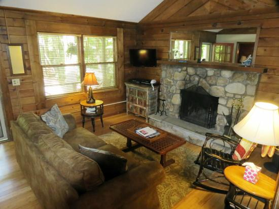 River Cabin Azelea Living Rm Picture Of Mountainaire Inn