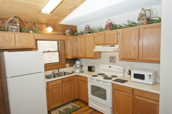 Mountainaire Inn and Log Cabins: Bear Cub Kitchen