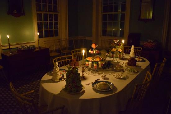 Rock Ford Plantation: The Rock Ford dining room during Yuletide candlelight tours