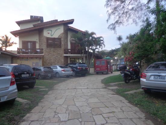 Villa'l Mare Hotel : entrada principal do  hotel e estacionamento