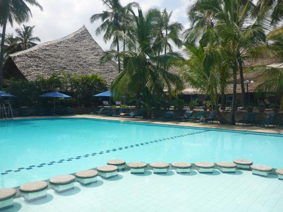 Bahari Beach Hotel Pool