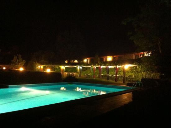 Villa Bonadea: zona piscina notte