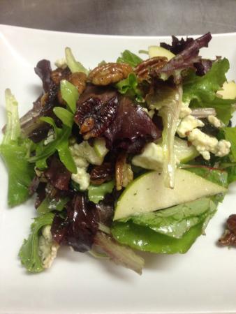 Java Jack's Restaurant & Gallery: Pear and Pecan Salad